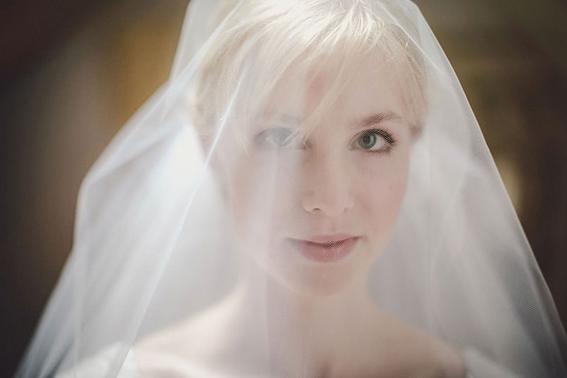 Modern vintage wedding in Italy: a portrait of the bride.