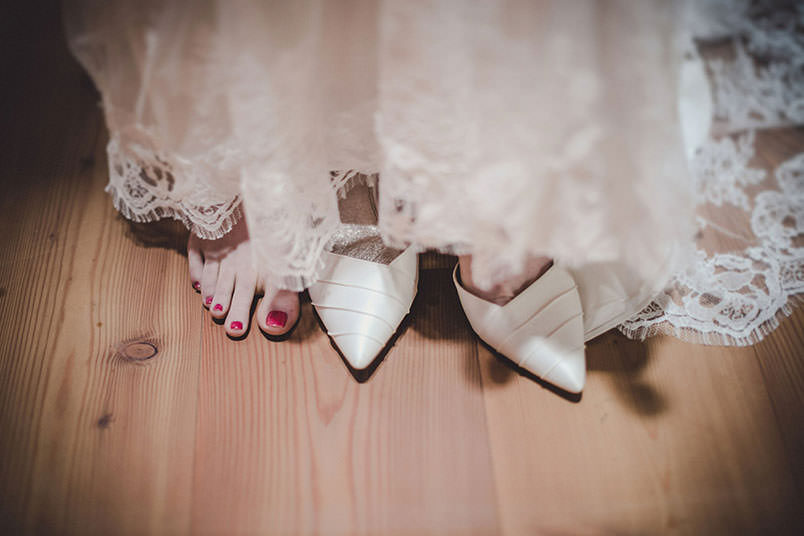 A modern vintage wedding in Italy: the shoes