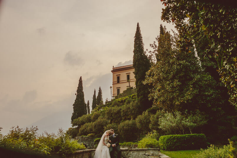 Lake Como personal photographer: during a shooting session at Villa Cirpessi. Portrait of the couple.