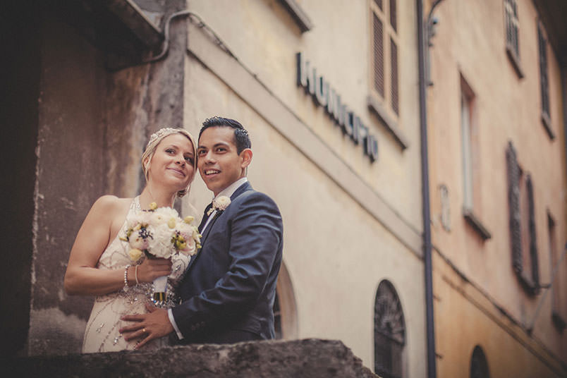 Wedding photographer: portrait of the bride and groom. Italy.