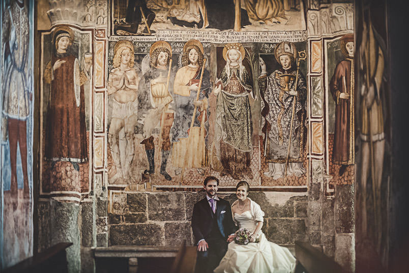Bride and groom inside the church of Orta San Giulio.