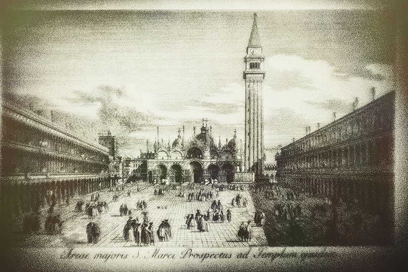 Venice: unconventional wedding photography. Ancient print of Piazza San Marco.