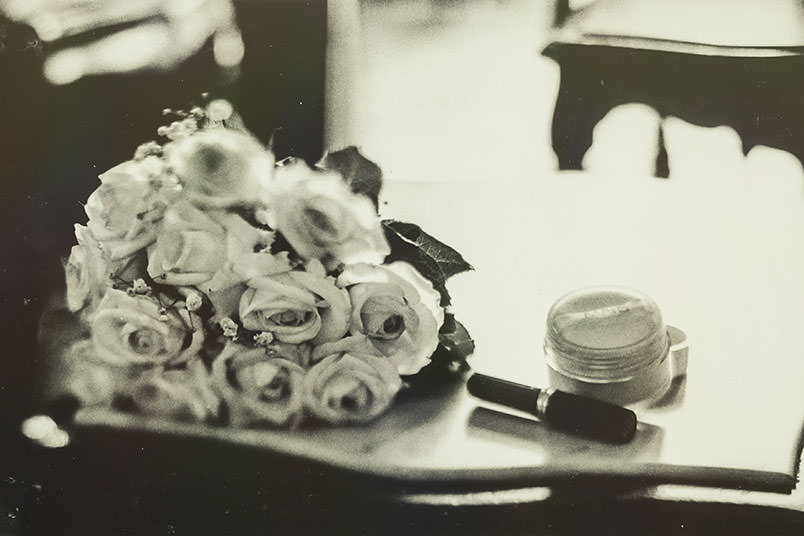 Venice: unconventional wedding photography. The bride's bouquet.