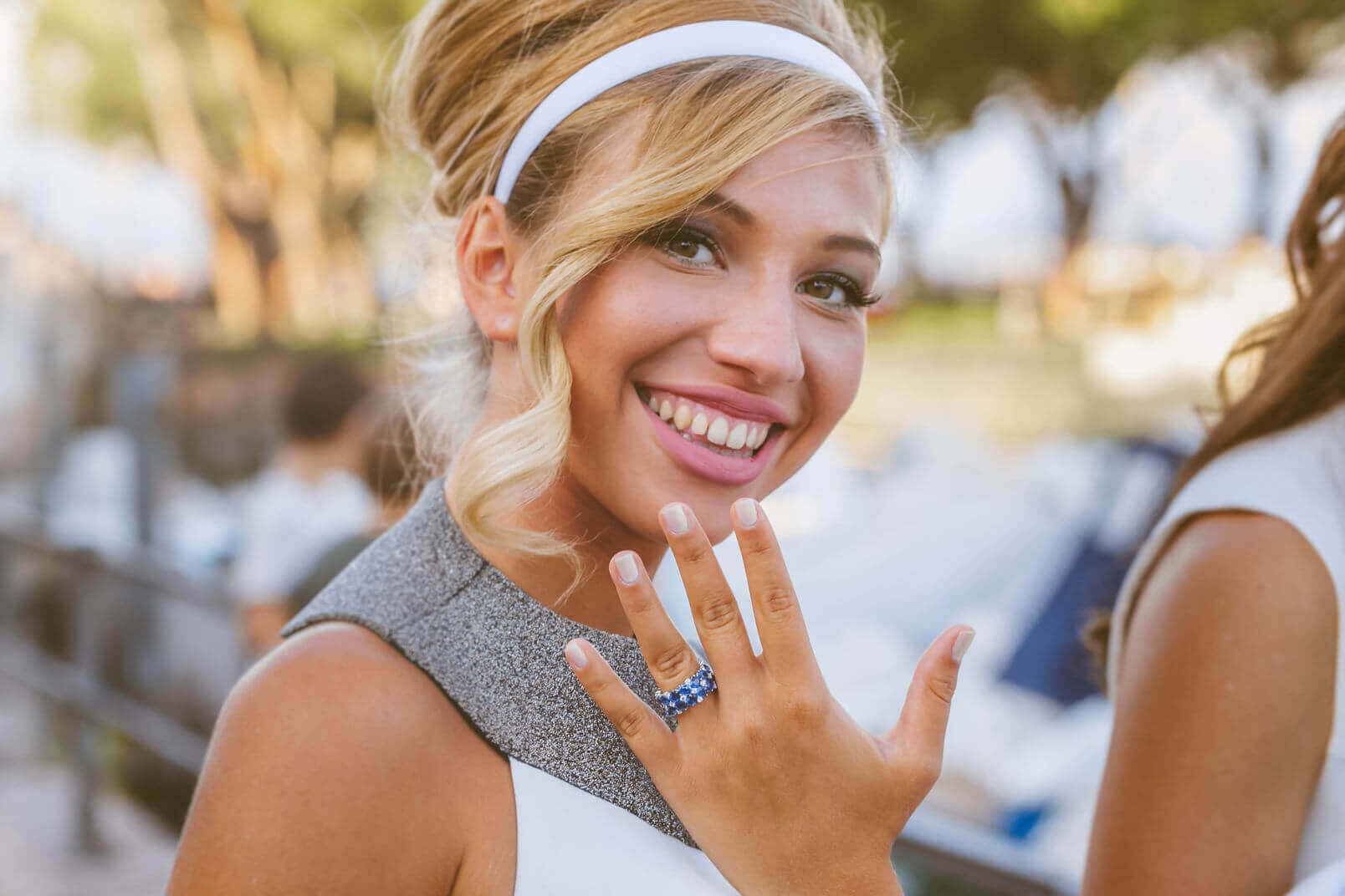 A 1960s mood wedding: the bride showing her ring with sapphires and diamonds by Sabbadini, Milan, Via Montenapoleone.